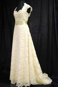Hey, I found this really awesome Etsy listing at http://www.etsy.com/listing/68813991/lace-wedding-dress-keyhole-back-vintage