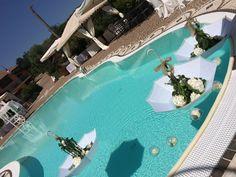 #matrimonio #ombrelli #fiorinellacqua #scenografiediserena