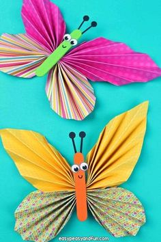 Preschool Learn how to make this colorful paper butterfly craft. Use scrap book paper with different patterns to make amazing little folded paper butterflies. Kids Crafts, Spring Crafts For Kids, Summer Crafts, Crafts To Do, Arts And Crafts, Paper Butterfly Crafts, Butterfly Project, Paper Butterflies, Paper Crafts For Kids