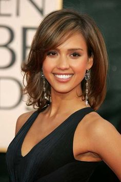 Jessica Alba Hair with Bangs Medium Hair Cuts, Medium Hair Styles, Curly Hair Styles, Shoulder Length Hair Cuts With Bangs, Medium Length Hair Cuts With Bangs, Mid Length Hair With Layers, Hairstyles Haircuts, Older Women Hairstyles, Great Hair