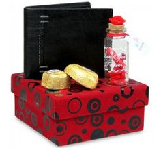 Gift this Style Box containing chocolates and a men's wallet from Archies to your best friend. #giftboxes #friendshipdaygifts #chocolateboxes #menswallets #giftboxesformen Shop here- https://trendybharat.com/trendy-pitara/style-box/chocolates-mens-wallet-hamper-val16-229