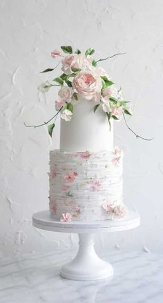These gorgeous wedding cakes are very stylish unique wedding cakes, wedding cake trends best wedding cakes 2020 Floral Wedding Cakes, Elegant Wedding Cakes, Elegant Cakes, Floral Cake, Wedding Cake Designs, White Wedding Cakes, Purple Wedding, Gold Wedding, Pretty Cakes