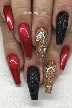 """Red chrome"" , LE sugar nails glitter ""Black"" & Egenblandat glitter ✨ - Black And Gold Nails - Xmas Nails, New Year's Nails, Holiday Nails, Fun Nails, Red Christmas Nails, Christmas Holiday, Christmas Acrylic Nails, Valentine Nails, Christmas Quotes"
