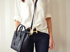 .Messenger two-handle bag with white shirt and jeans