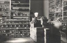 Mustavalkokuvia Lappeenrannasta 1920 - 1980 luvuilta. Katunäkymiä ja elämää kaupungissa. Photo Wall, Frame, Kitchen, Photography, Decor, Picture Frame, Photograph, Cooking, Photograph