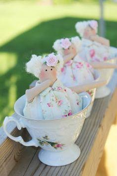 Tildas in a teacup - Crochet Projects Craft Projects, Sewing Projects, Projects To Try, Crochet Projects, Doll Clothes Patterns, Doll Patterns, Teacup Crafts, Baby Doll Nursery, Doll Maker