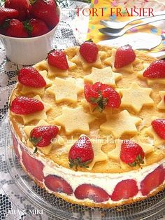 Tort Fraisier / Tort cu capsuni ~ Culorile din farfurie Flan, Sweets Recipes, Apple Pie, Biscuits, Gem, Cheesecake, Deserts, Strawberry, Food And Drink