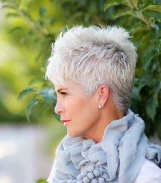 Creative and Modern Tricks Can Change Your Life: Older Women Hairstyles Natural messy hairstyles half up.Women Hairstyles Over 50 Jane Fonda women hairstyles over 50 gray.Women Hairstyles Over 50 Jane Fonda. Pixie Haircut Styles, Short Pixie Haircuts, Curly Hair Styles, Haircut Short, Layered Haircuts, Short Women's Haircuts, Short Hair Styles Thin, Haircut Men, Haircuts For Fine Hair