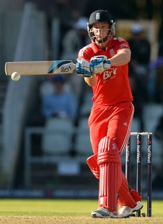 Jos Buttler did what he could with 75 in 65 balls but he was left with too much to do and Australia closed out a convincing win by 88 runs ©AFP