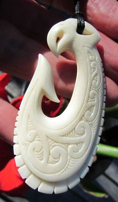 SUPERB ONE OF KIND DEER BONE  MAORI ENGRAVED HEI MATAU FISH HOOK BY NORMAN CLARK