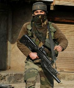 Indian Army Special Forces soldier in Kashmir Indian Army Recruitment, Indian Army Special Forces, Special Forces Of India, Army Photography, Army Times, Indian Army Quotes, Indian Army Wallpapers, Army Navy Store, Army Ranks
