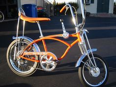Schwinn Orange Krate - Always wanted one of these! Vintage Schwinn Bikes, Vintage Bicycles, Old Bicycle, Cruiser Bicycle, Cool Bicycles, Cool Bikes, Banana Seat Bike, Raleigh Chopper, Chopper Bike