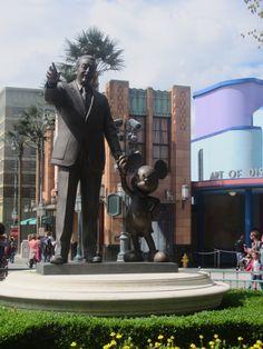 Walt Disney met Mickey Mouse