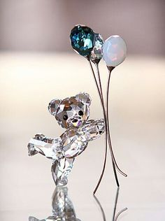Swarovski Kris Bear, Balloons for You Swarovski Crystal Figurines, Swarovski Crystals, Cut Glass, Glass Art, Cristal Art, Glass Figurines, Glass Animals, Crystal Collection, Cute Jewelry