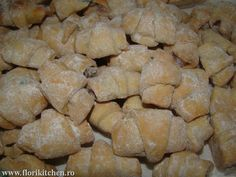 Cornulete fragede cu iaurt – Flori's Kitchen Bread, Cookies, Desserts, Crack Crackers, Tailgate Desserts, Deserts, Brot, Biscuits, Postres