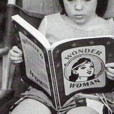 girl reading comics - Szukaj w Google