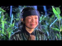 5分でわかる「トンイ」~第4回 父との約束~ 貧しい境遇から王の側室となり後の名君を育てたトンイの劇的な生涯を描く韓国超大作歴史ドラマ。  NHK総合テレビに登場の『トンイ』が5分でわかるダイジェスト版。うっかり見逃した、もう一度みたい・・・そんなあなたはこれをチェック!    第4回「父との約束」   ソ・ヨンギは、剣契(コムゲ)の残党とその家族を捕まえようとするが、トンイはなかなか見つからない。  ひとりで身を隠していたトンイは、兵士に追われるがなんとか逃げ延びる。やがてお腹をすかせたトンイは宿屋に忍び込むが、そこで...。  第4回を5分ダイジェストでご紹介!  NHK総合テレビ 毎週日曜 夜11時~ (C)2010 MBC    番組HPはこちら「http://nhk.jp/toni」