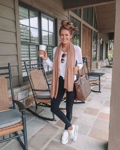 Look legging preta blusa manga longa branca e all star branco plataforma. Look legging preta blusa manga longa branca e all star branco plataforma. Mode Outfits, Outfits For Teens, Winter Outfits, Summer Outfits, Casual Outfits, Fashion Outfits, Outfits With Converse, College Outfits, School Outfits
