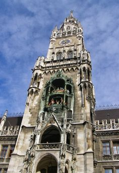 Glockenspiel in Munich, Germany comprises 43 bells and 32 life-sized figures. Its top half describes the marriage of local Duke Wilhelm V and Renata of Lorrain.