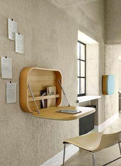 Dans le couloir, on invente un espace bureau bien ordonné