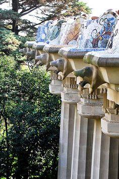 08 Parque Güell La Plaza 02 13178 - Parque Güell (Park Güell) Calle Olot, Monte del Carmel, Barcelona  Arquitecto: Antoni Gaudí con la colaboración de Josep Maria Jujol, Francesc Berenguer, Joan Rubió y Llorenç Matamala.