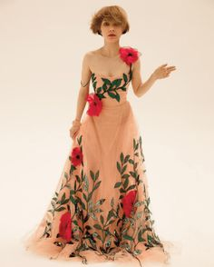 Grace Coddington interviews Teen Vogue's September cover star Tavi Gevinson about being an actor, editor, and style revolutionary. Teen Vogue, Tavi Gevinson, High Fashion, Fashion Show, Female Photographers, Colored Wedding Dresses, Vogue Magazine, Feminine Style, Feminine Fashion