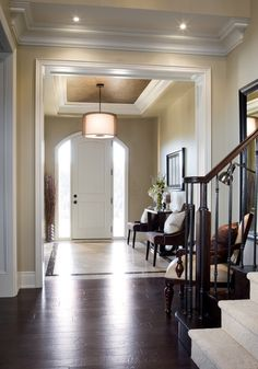 Take a look at the following ideas and maybe you will find the right one for your home! Checkout 25 Amazing Traditional Entry Design Ideas. Enjoy!