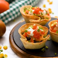 These Enchilada Cups are the perfect alternative to classic tacos or enchiladas! They are the cutest idea for a new and Taco Appetizers, Wedding Appetizers, Appetizer Recipes, Healthy Dinner Recipes, Mexican Food Recipes, Beef Recipes, Cooking Recipes, Catering Food Displays, Fruit Displays