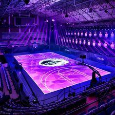 Nike Rise - uma quadra de basquete que é um display