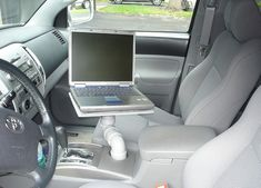 Need to use your laptop in your car? Don& purchase a pricey laptop stand for the passenger seat or shell out for a dashboard mount. With some creative DIY-action you can turn your cup holder into a laptop stand. Diy Laptop Stand, Laptop Tray, Laptop Table, Laptop Desk, Ipad Stand, Build A Laptop, Vw Pointer, Truck Accessories, Feltro
