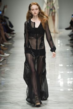 Blumarine Spring 2016 Ready-to-Wear Fashion Show - Madison Stubbington