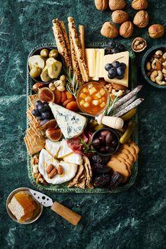 Kaikkien aikojen Jouluherkut myynnissä nyt | Meillä kotona Roasted Jalapeno, Dinner Party Menu, Cheese Pairings, Cranberry Juice, Charcuterie Board, Hot Sauce, Cheddar, Holiday Recipes, Lime