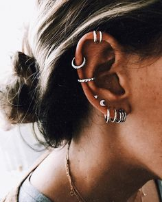 Why have one ear piercing when you can have them all? Inspired by star clusters, constellation ear piercings are the hottest thing in fashion right now and we want them all. Diy Jewelry Rings, Diy Jewelry Unique, Diy Jewelry To Sell, Ear Jewelry, Diy Jewelry Making, Cute Jewelry, Jewellery, Jewelry Shop, Body Jewelry