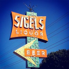 The awesome vintage neon sign for Sigel's liquor store in Dallas (Addison), Texas. Old Neon Signs, Vintage Neon Signs, Old Signs, Roadside Signs, Roadside Attractions, Retro Signage, Liquor Store, Googie, Street Signs