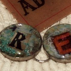 awesome tutorial on resin jewelry