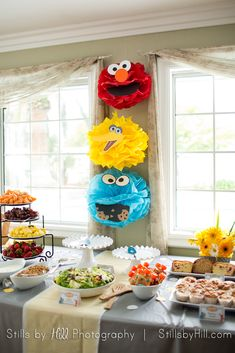 We Heart Parties: Sunny Day: a Sesame Street Inspired Birthday Party Birthday Party Tables, 1st Boy Birthday, 3rd Birthday Parties, Birthday Party Decorations, Birthday Ideas, Elmo Birthday Cake, Elmo Cake, Birthday Brunch, Sesame Street Party