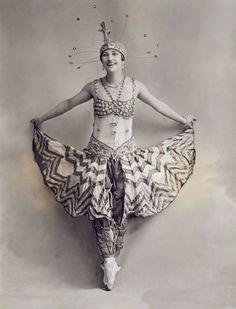 Yetta Rianza in 'Joy-Land!' April 6, 1916, by Bassano Ltd #dancefashion via National Portrait Gallery
