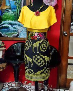vestirse con una camisa amarilla y una falda colorida con estampado