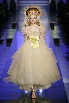 haute couture dress couture couture dresses couture kleider couture rose couture rules aliceinsideofiris: Jessica Stam at Jean Paul Gaultier haute couture spring 2007 Baroque Fashion, Fashion Art, Runway Fashion, Trendy Fashion, High Fashion, Fashion Show, Fashion Design, Fashion Check, Net Fashion