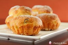 Le Brioches Arancia e Uvetta sono molto semplici da realizzare! Sono dolcetti soffici ottimi in qualsiasi momento della giornata!