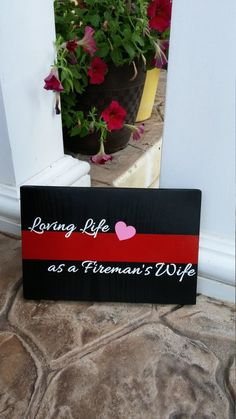 """Thin Red Line """"Loving Life as a Fireman's Wife"""" Plaque. Firefighter Bedroom, Firefighter Family, Firefighter Wedding, Firefighter Gifts, Volunteer Firefighter, Firefighters Girlfriend, Wooden Projects, Pallet Projects, Barn Wood Signs"""