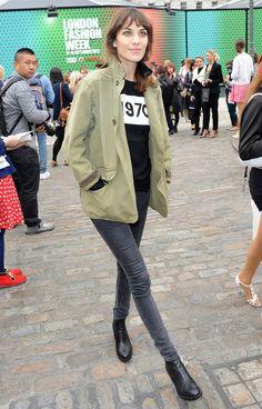 Top noir ou top lol Jean gris noir veste kaki escarpin style boots