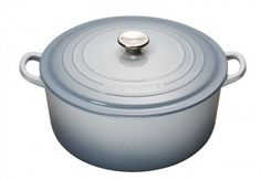 Le Creuset round casseroles are perfect for a range of dishes from soups and risottos to hearty casseroles. #soups #risottos #casseroles #cooking #food #kitchen #home #renovatestore #renovate #magazine