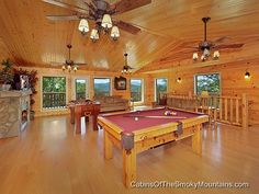 """Big Bear Lodge"" - 7-BR luxury Gatlinburg cabin, sleeps up to 34 people"