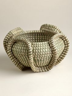 Basket weaving is one of the most difficult, time-consuming handicrafts. In Rwanda, this time-honored traditional art form is used for everything from wedding gifts to child naming ceremonies. In addi