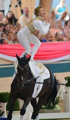 Jacques Ferrari voltige  L'homme est son cheval tout un art