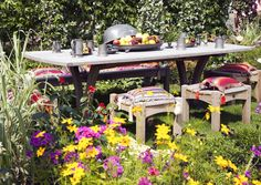 Muista pysähtyä nauttimaan myös levollisesta puutarhassa olemisesta ja kauniista kesähetkistä. Suunnittele puutarhaasi useita erilaisia oleskelupaikkoja. Katso Viherpihan ideat!