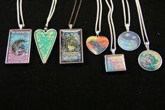 pendants Resin Jewellery, Diy Jewelry, Jewlery, Bamboo Crafts, Resin Crafts, Resin Pendant, Pendant Necklace, Pebeo Paint, Craft Items