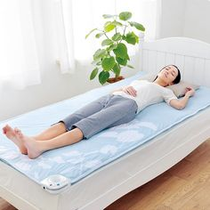 Now with a water gel function that increases the comfort of your sleep, the by Atex is placed over your bed to create a better experience when you are resting. The fans work with the absorbent meshing to cool you down, while the air circulation ensures you won't get too hot or sweat.You can also use the mat with aroma oils, enhancing your relaxation and comfort during the sticky summer nights. It will feel almost as if you are sleeping on water and its practical half size means it can fit…
