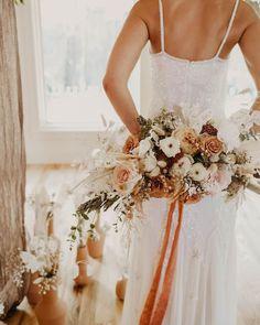 Fall Wedding Flowers, Wedding Flower Arrangements, Floral Wedding, Wedding Colors, Bohemian Wedding Flowers, Boho Wedding Bouquet, Boho Flowers, Dried Flowers, Earth Tone Wedding